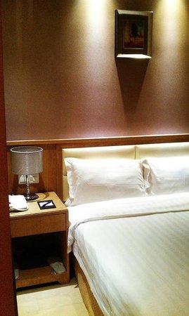 Guangzhou Bauhinia Hotel : Bed