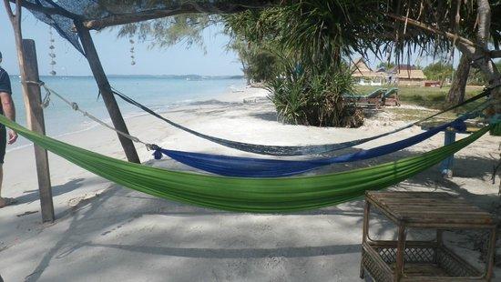 Castaways Beach Bar & Bungalows: Chill out