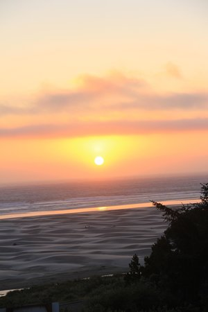 Best Western Agate Beach Inn: sunset