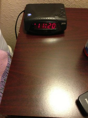 Quality Inn & Suites Thousand Oaks: time I made my 2nd phone call for help