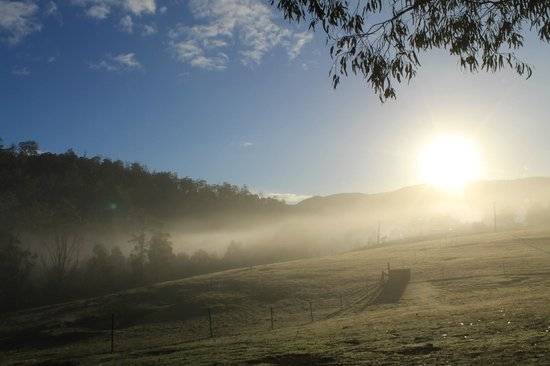 Horse-Haven Farmstay : Sunrise over the valley