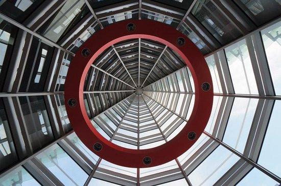 The National Art Center, Tokyo : ここはどこだか分かりますか。