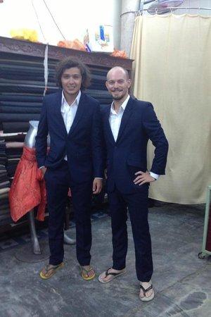 Hoi An Tailor - Nu Ni : Joel (Netherlands) & Cory (USA): two happy customers