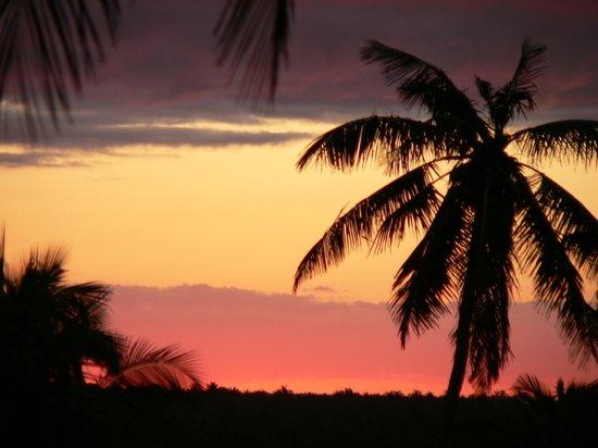 Blue Moon Beach Holiday Resort: sundowner
