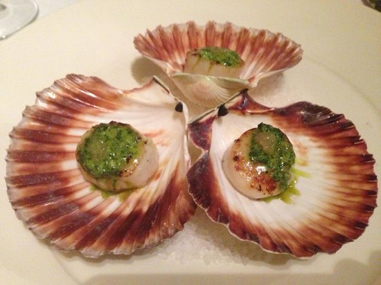 Ceto Restaurant and Bar: Seared scallops with parsley butter and finger line