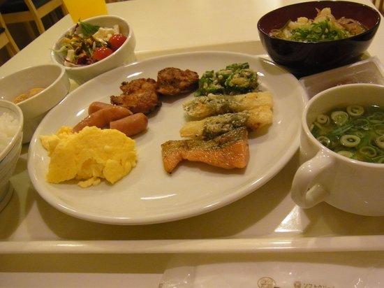 Hotel Kansai: 朝食バイキングはメニュ-も豊富