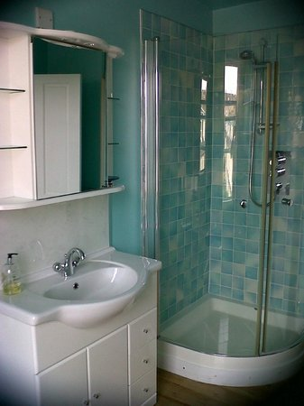 Sandaig Guest House : bathroom 10
