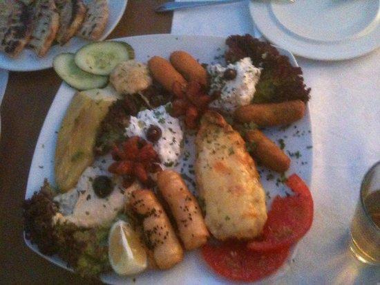 Yianni Restaurant: mixed appetizer