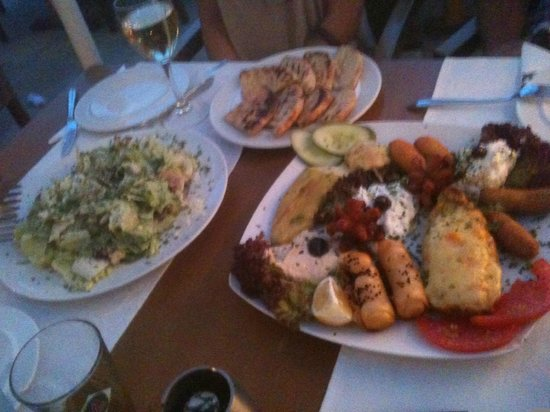Yianni Restaurant: Ceasar's salad & mixed appetizer
