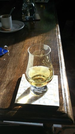 Archiestown Hotel and Bistro: My first apero-whiskey: Old Pulteney