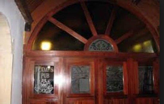 Tramp's Pub : portone del locale