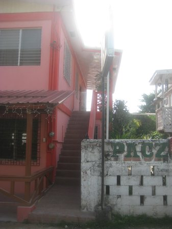 Pacz Guesthouse: Steps up to the guest house