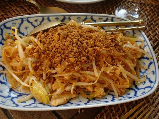 River Kwai: pad thai noodles