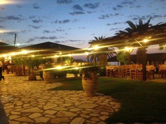 Nafsika Taverna: Al fresco dining...