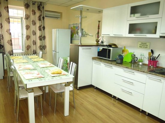 Nomad Hostel: kitchen