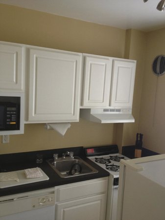 Virginian Suites Arlington: Kitchen