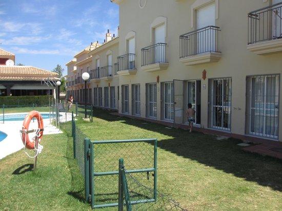 Apartamentos Turísticos Interpass Golf Playa: Fachada apartamentos piscina