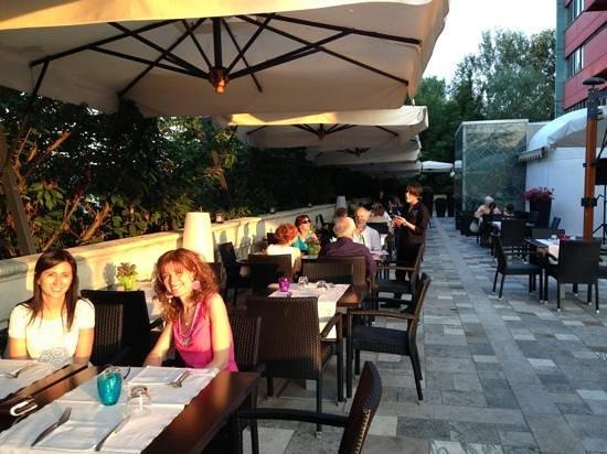 La Fleur Ristorante & Pizzeria: terrazza estiva