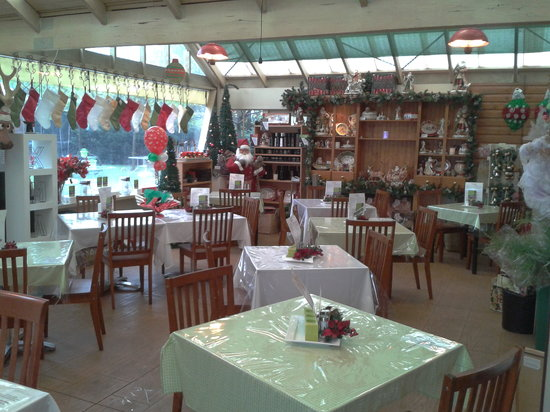 Mrs Claus Kitchen: side view cafe