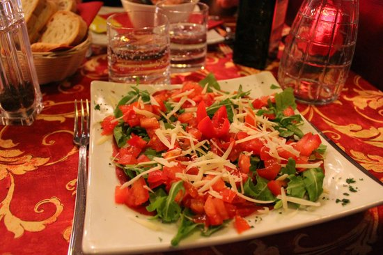 Borgovino: A nice fresh salad with cured meat and arugula.