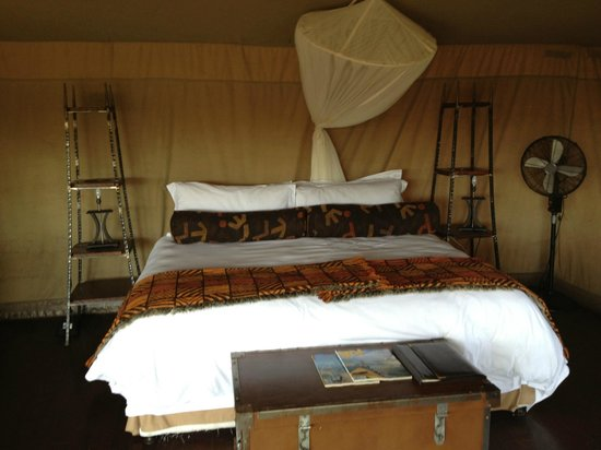 Camp Shonga: Huge bed (firm but comfy)
