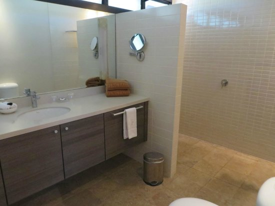 Kimberley Sands Resort & Spa: spacious bathroom