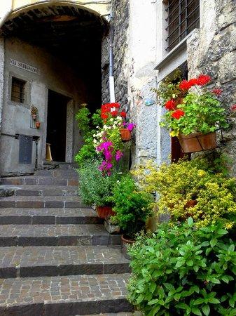 Gelato Di Zoe: il borgo storico