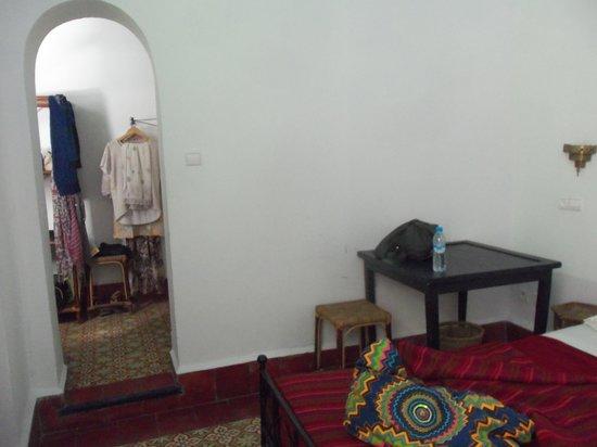 Riad Sidi Magdoul: Dressing chambre 1