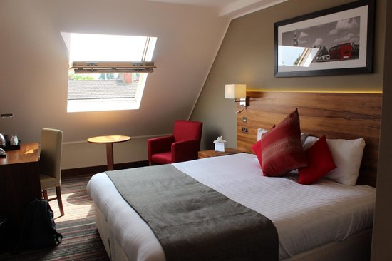 BEST WESTERN Palm Hotel : chambre double sous toit