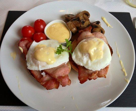 Aaron Glen: Eggs benedict !