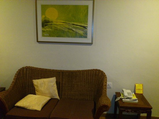 Hotel Puri: living area - family room