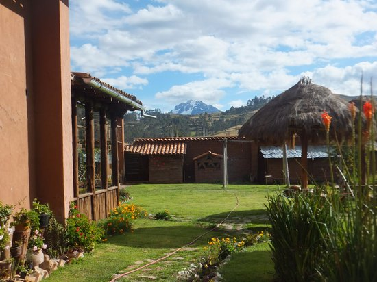 La Casa de Barro Lodge & Restaurant: View of the  20,000 ft, (6,000 m) Andes from the hotel's garden
