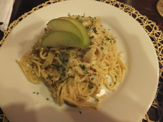 La Casa de Barro Lodge & Restaurant: My first time to eat apple sauce pasta, and I've been to Italy 5 times or more! YUMMY!