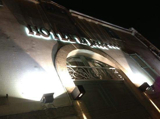 Hotel La Jetee: façade entrée