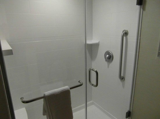 Courtyard Burlington Mt. Holly/Westampton : Great shower