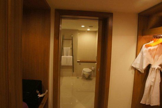 Dusit D2 Chiang Mai: Big bathroom