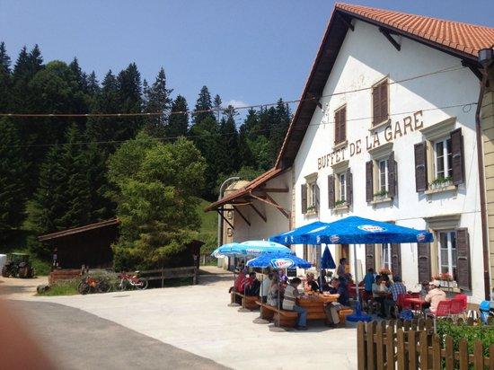 Montfaucon, سويسرا: Nette Terrasse