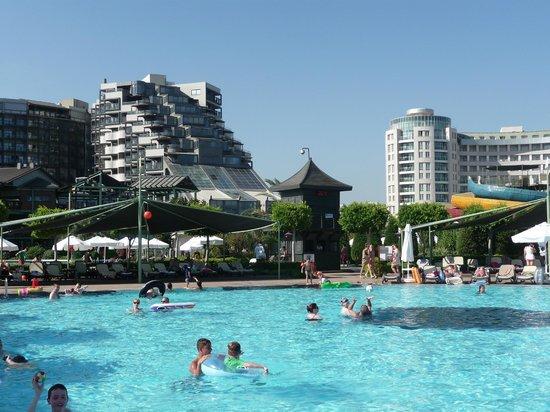 Limak Lara De Luxe Hotel&Resort: het hotel met hun geweldige zwembaden