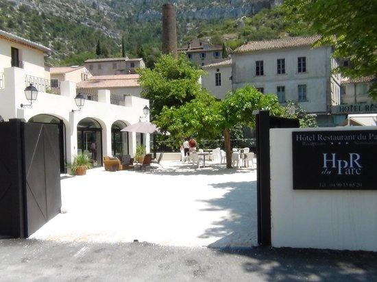 Hotel Restaurant du Parc: entrance to hotel