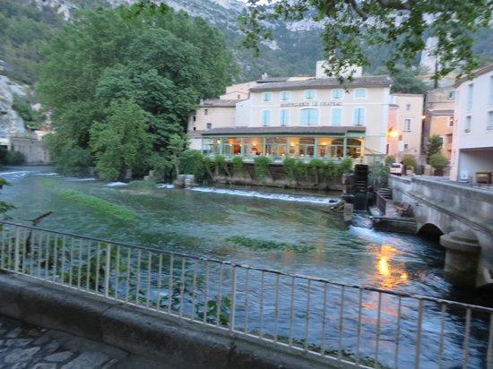 Hotel Restaurant du Parc: la sorgue river