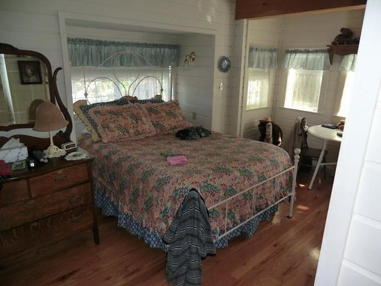 Corner Cottage B&B: Bedroom