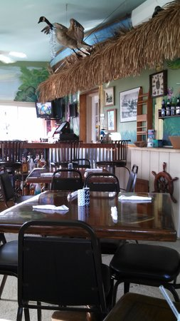 Goose Creek Marina and Hide Away Grill: Inside