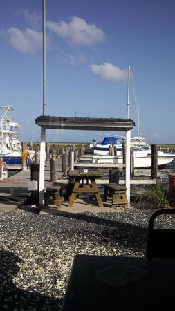 Goose Creek Marina and Hide Away Grill: Outside