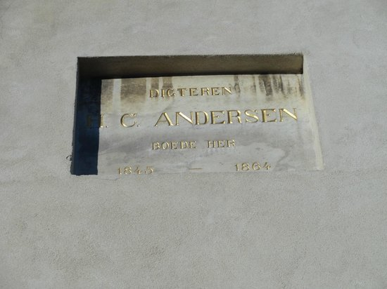 New Port Tours - Discover Copenhagen: Hans Christian Andersen lived here