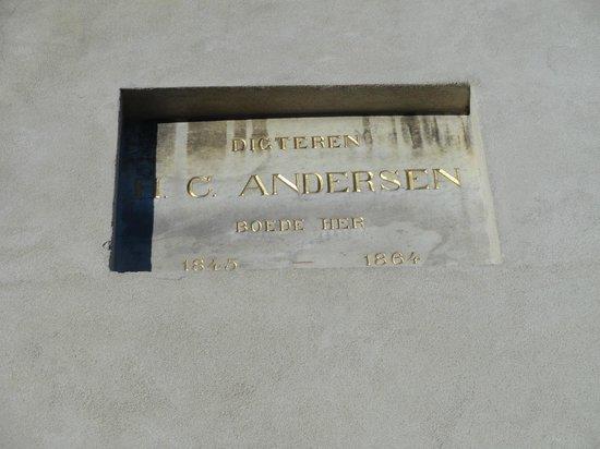 New Port Tours - Discover Copenhagen : Hans Christian Andersen lived here