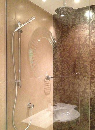 Hotel Indigo Glasgow: the wet-room shower- I want one!