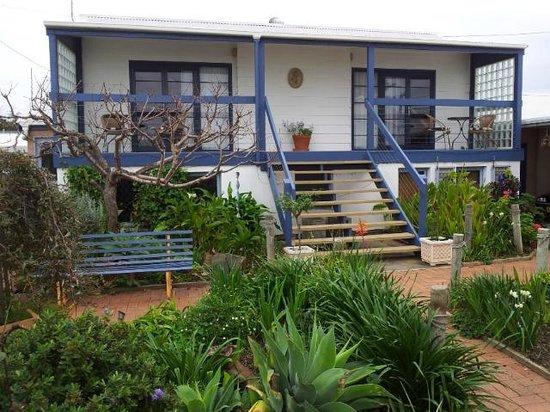 Vue de M Bed & Breakfast: 2 rooms - elevated, ensuite, verandah