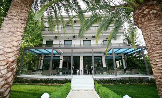 Alexakis Hotel: exterior
