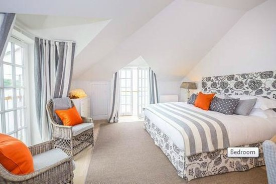 The Idle Rocks: Grand seaview Bedroom with double aspect