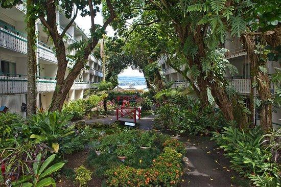 Uncle Billy's Hilo Bay Hotel: schöner Innenhof